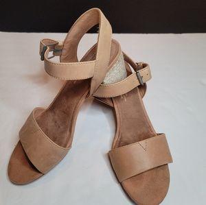 Tom's Beige Rosa Sandals Sz 8